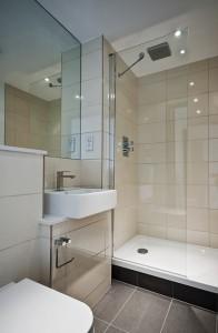 Shower Screen 2